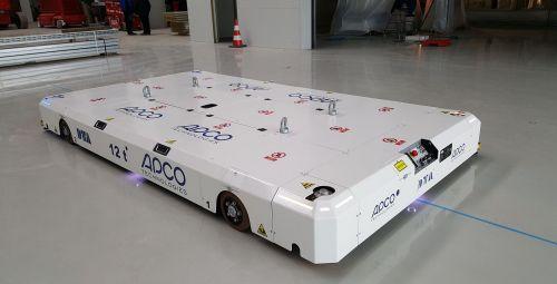 AGV con guiado óptico para el transporte de tanques de combustible DTA