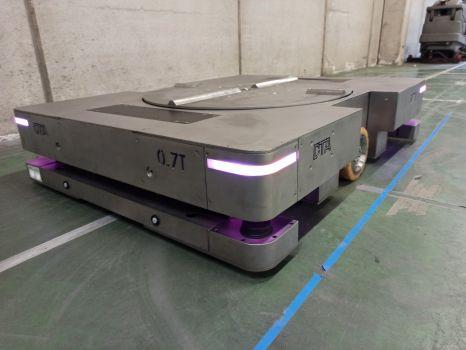 AGV en inoxidable con guiado óptico para mover cubas en salas de fermentación DTA