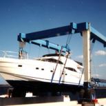 Grúa pórtico sobre ruedas para embarcaciones :: DTA